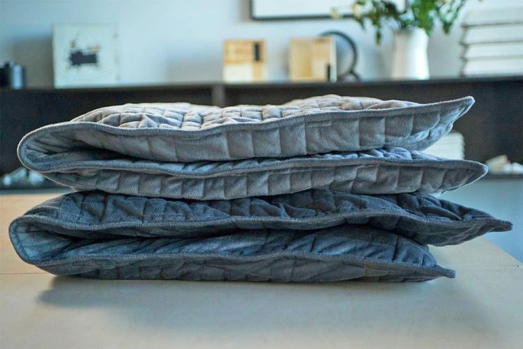Gravity Blanket - A Weighted Blanket Helps Calm Anxiety
