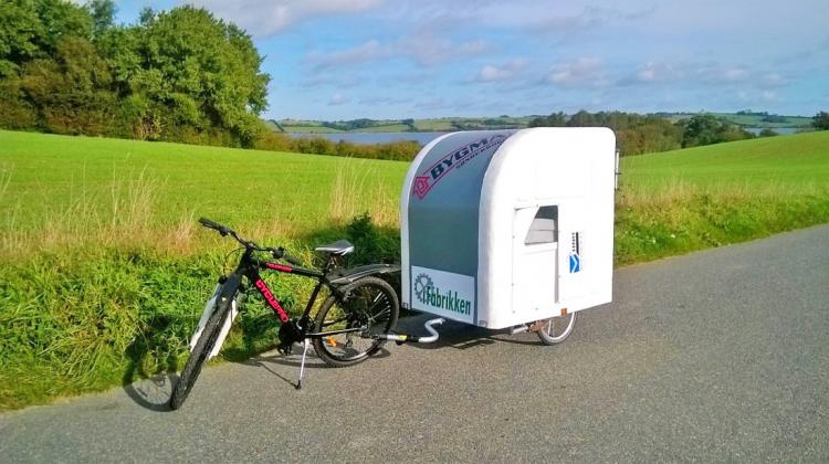 wide path camper a mini camper that 39 s towed with your bicycle. Black Bedroom Furniture Sets. Home Design Ideas