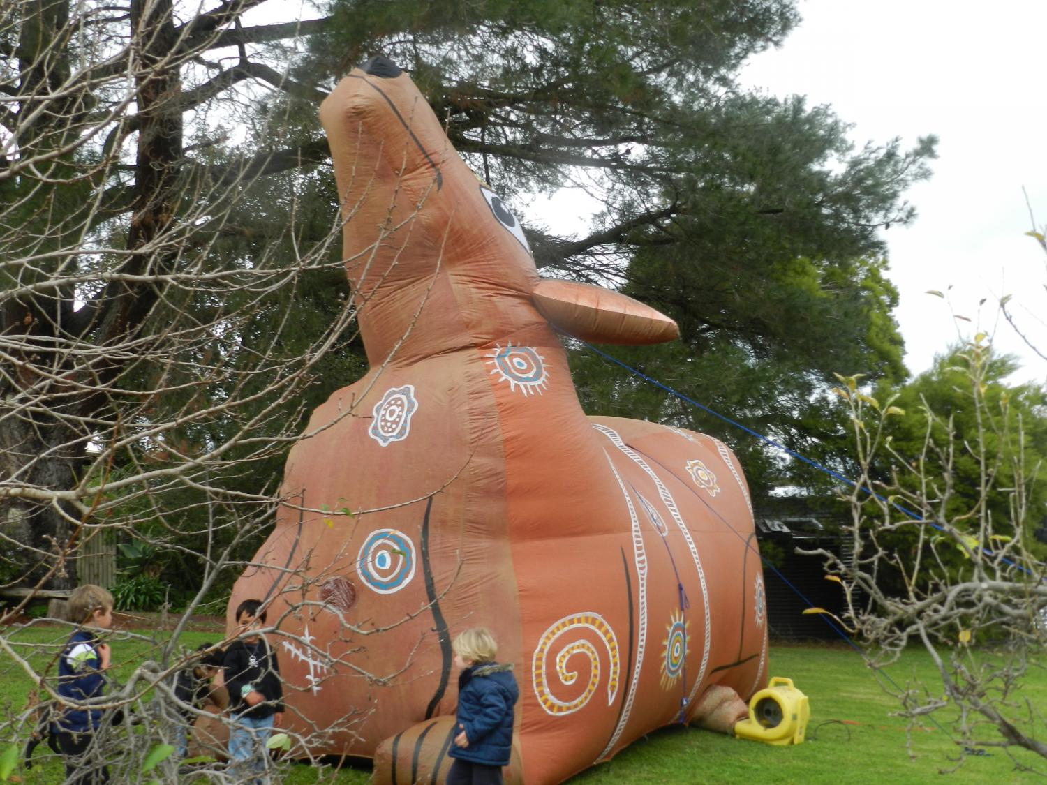 Giant inflatable dingo - Evelyn Roth