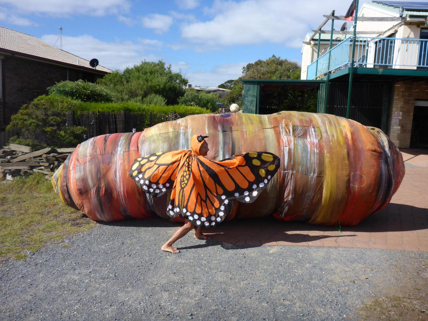 Giant inflatable caterpillar - Evelyn Roth