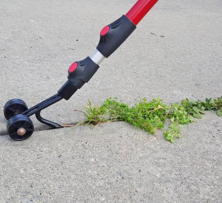 Weed Snatcher Rolling Tool Easily Removes Weeds From Cracks