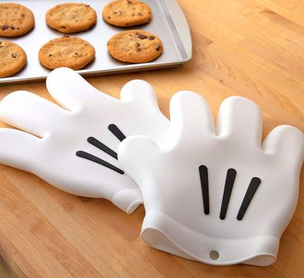 Your Hands Can Look Like Mickey Mouse With These Oven Mitts